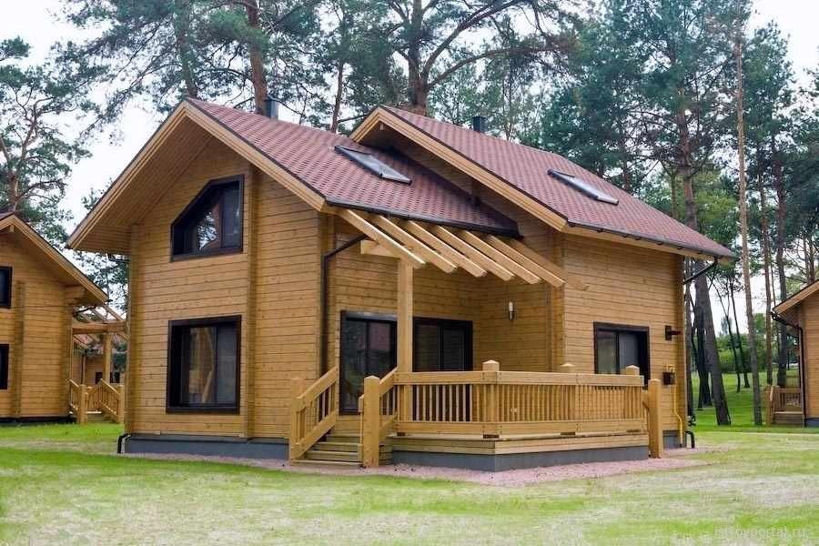foto-de-casa-de-madera-clara-de-2-pisos